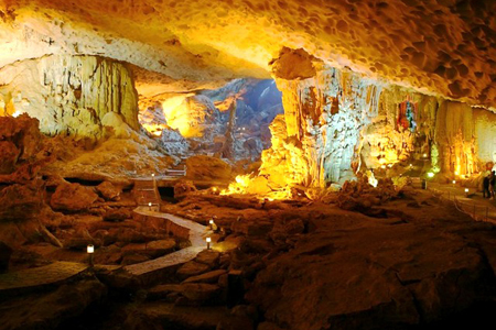 Amazing Cave, Halong Bay