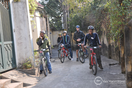 Cycling around Dong Ngac