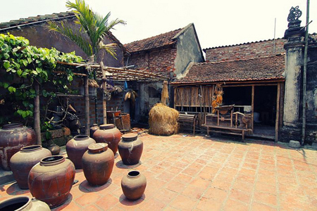 Old house in Duong Lam Ancient Village
