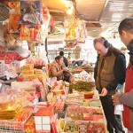 Visit the local market in Dong Ngac