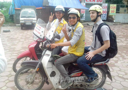 """""""Xe Om"""" – Motorbike with Driver"""