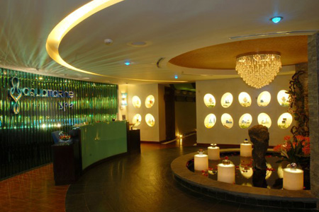 The lobby of Aquamarine Spa.