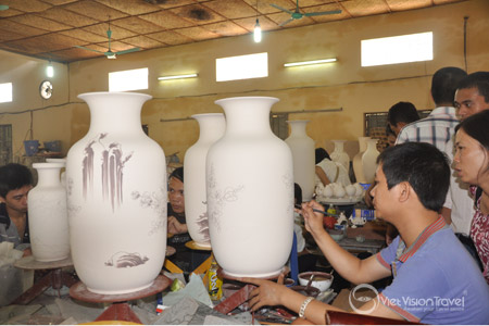 Hanoi Tour: Bat Trang Ceramic Village – Half Day