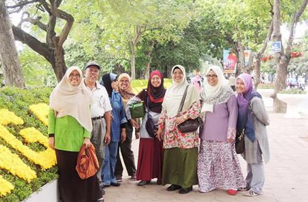 Muslim group in Hoan Kiem Lake, Hanoi.