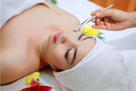 Skin care in Saigon's Smile Spa.
