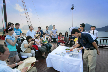 Cooking class on cruise, Halong Bay