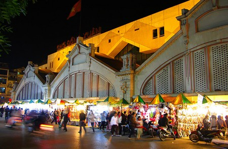 A corner of Hanoi at night