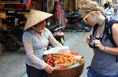 Bargain when shopping in Hanoi