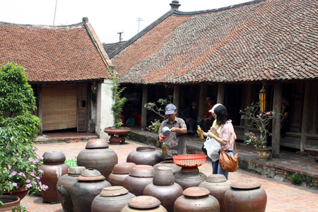 An ancient house in Duong Lam