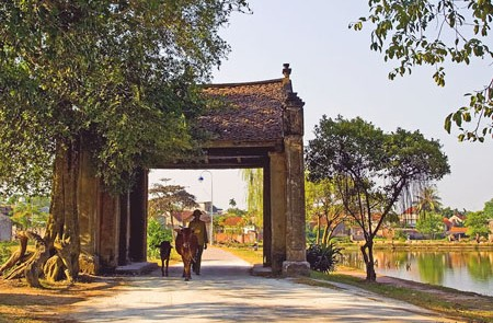 The entrance of Duong Lam Ancient Village