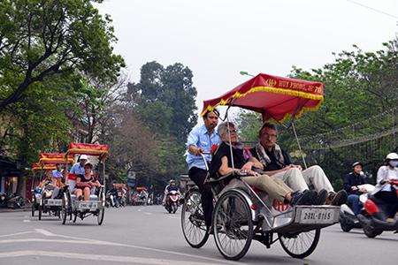 Cyclo trip around Hanoi