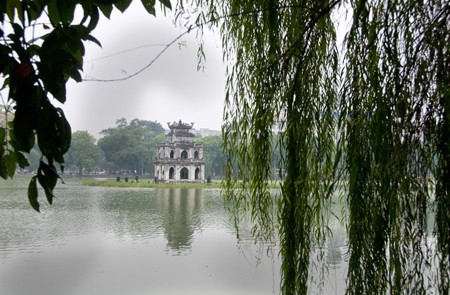 Hoan Kiem Lake Photos