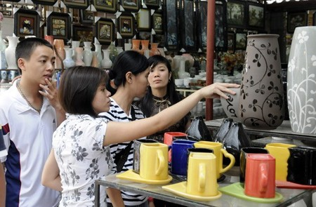 Nearly 116 Billion for Ceramic Exhibition at Bat Trang Village