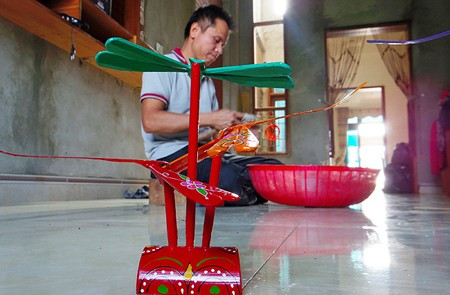 Thach Xa - Bamboo Dragonfly-Making Village