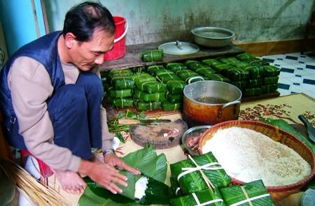 Tranh Khuc - Square Sticky Rice Cake (Banh Trung) Making Village