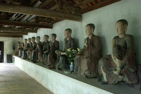 Buddha images in Mia Pagoda