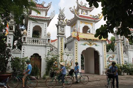 Cycling around Dong Ngac