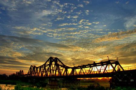 Panoramic view of Long Bien Bridge