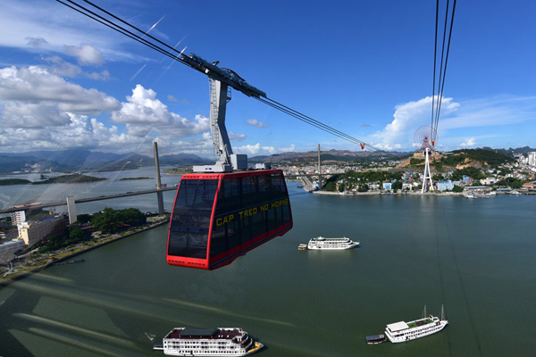 Quang Ninh Open Queen Cable Car System - 2 Guinness World Records