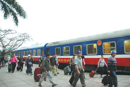 Train-from-Hanoi-to-Lao-Cai-2