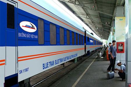 Train-from-Hanoi-to-Lao-Cai