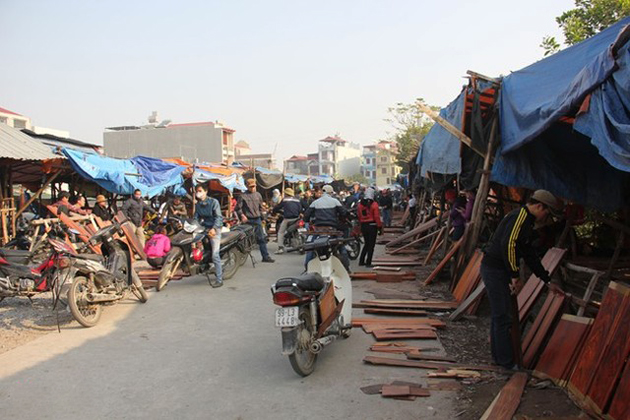 A market in Dong Ky village