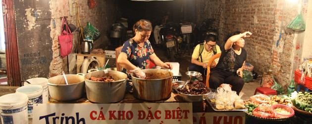 Food vendors in Hang Be Market
