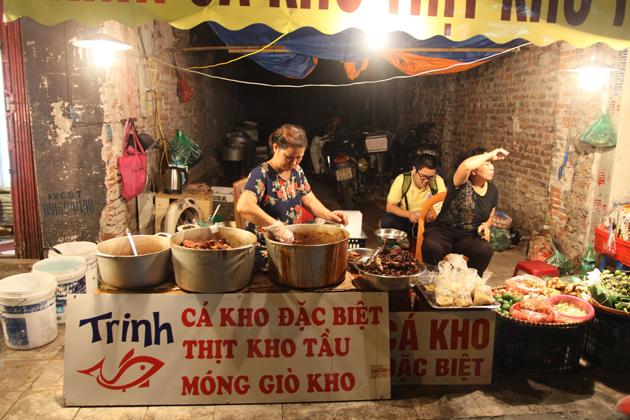 Food vendors in Hang Be Market