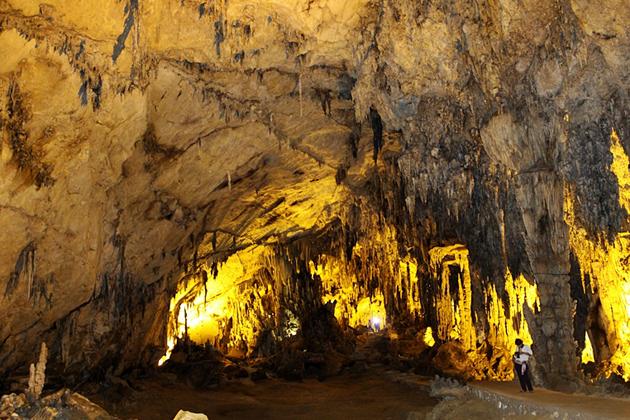 Hua Ma Cave - Ba Be National Park