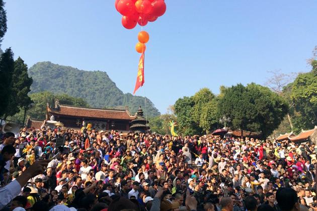 Impressive Perfume Pagoda Festival