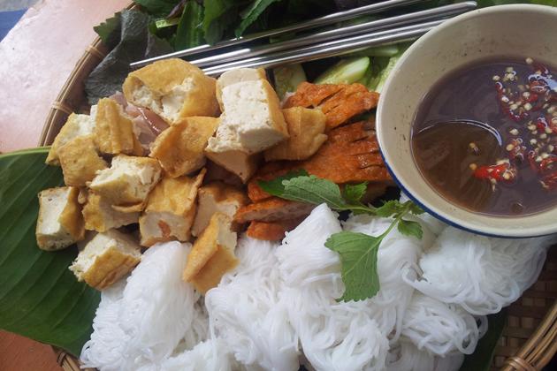 Rice noodles with fried tofu and shrimp paste - Bun dau mam tom