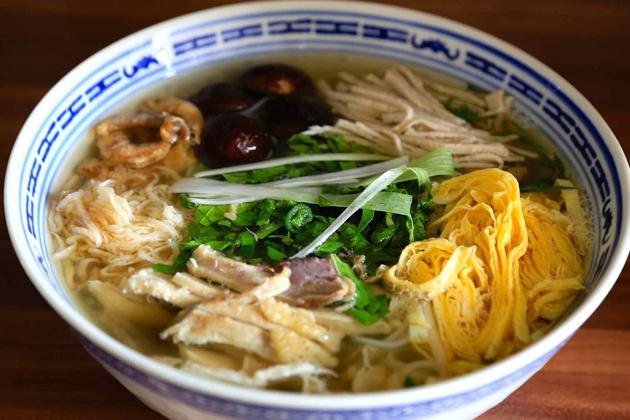 Bun Thang - Hot rice noodle soup