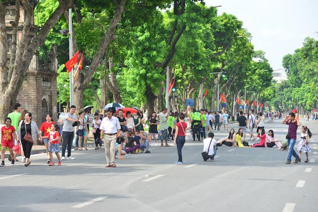 Dinh Tien Hoang Walking Street